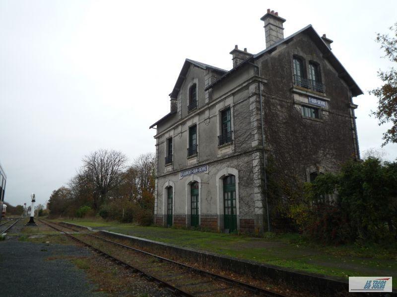 La Gare de St Laurent sur sèvre.