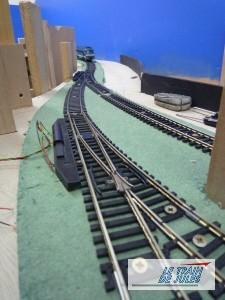 La diesel FLEISCHMANN descend vers la gare souterraine