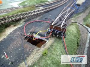 Alimentation des rails - Cablage moteur Peco