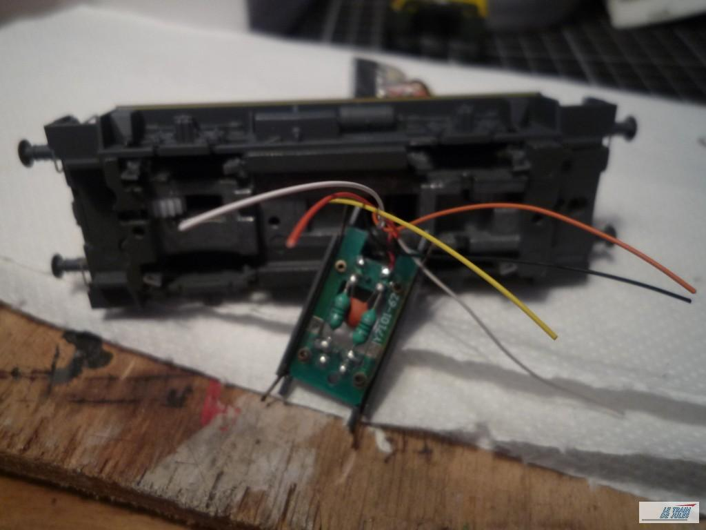 La platine et les fils du décodeur.