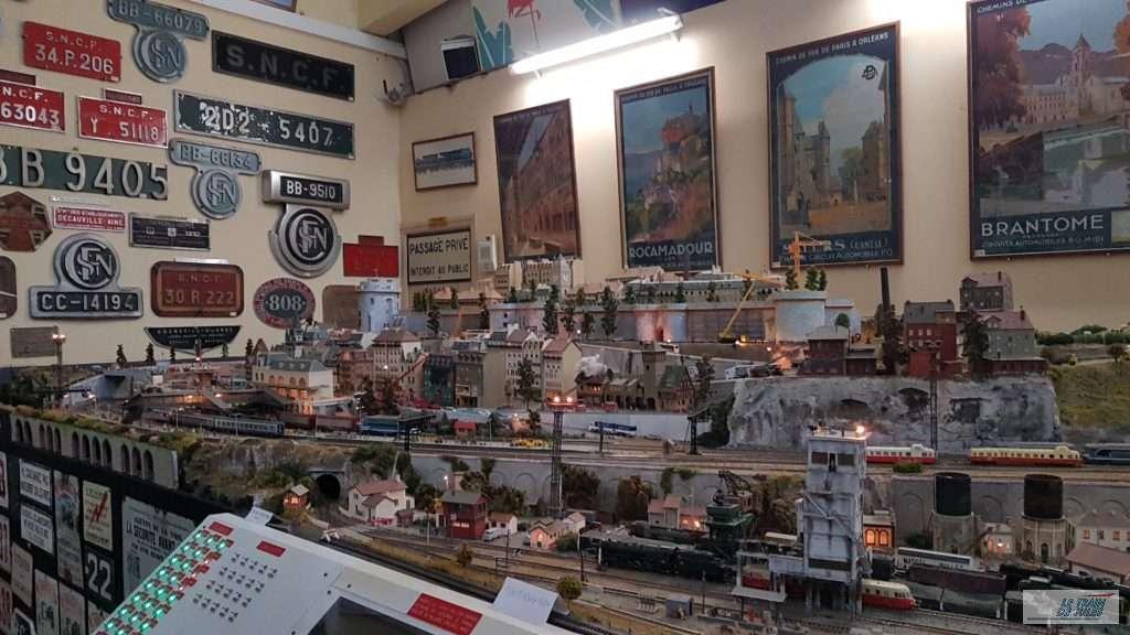Musée du rail de Dinan - Réseau et plaque matériel SNCF