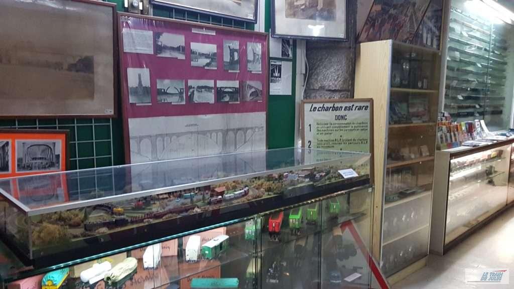 Musée du rail de Dinan - Les vitrines