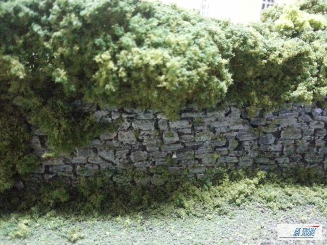Mur de pierre HO dans le jardin.