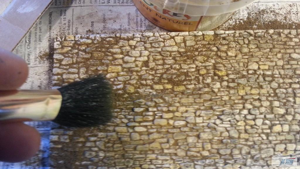 Terre d'ombre naturelle appliquée sur le mur