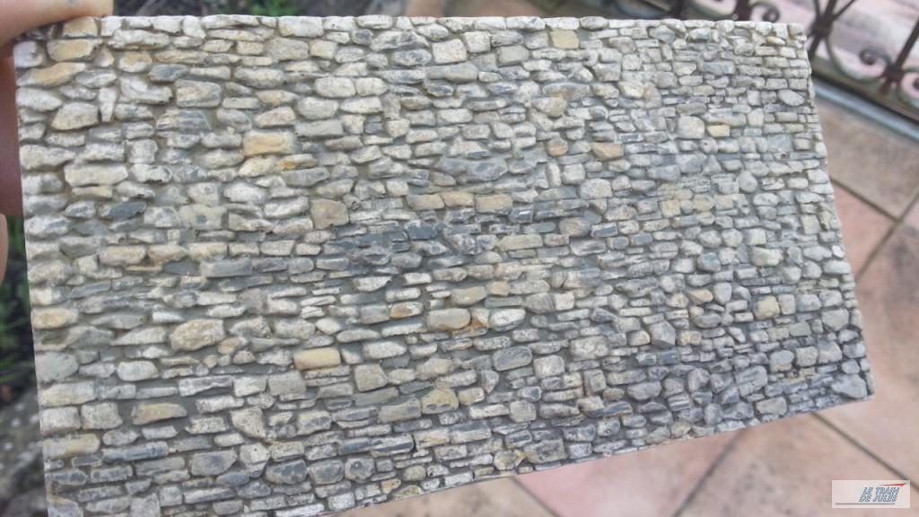 Le mur avec la terre à décor