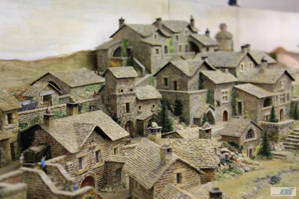 Réseau et ses maisons en pierre.