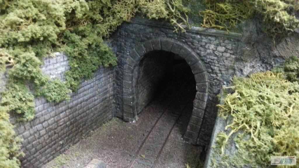 Entrée de tunnel en plâtre !