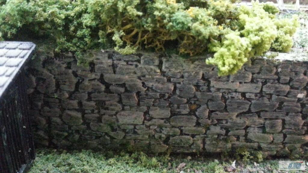 mur fait de pierres