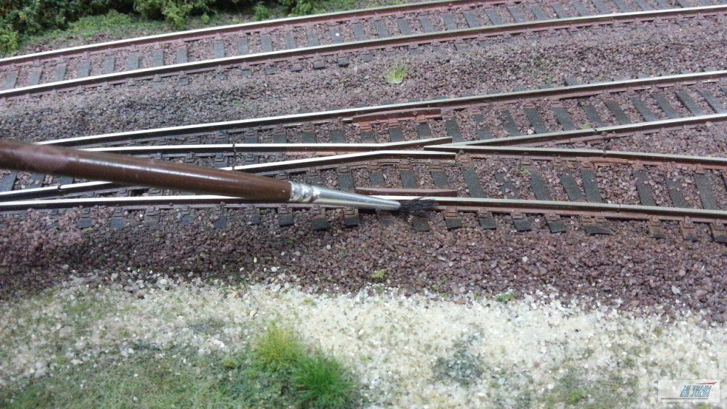 patine de la voie - Peinture des flancs des rails