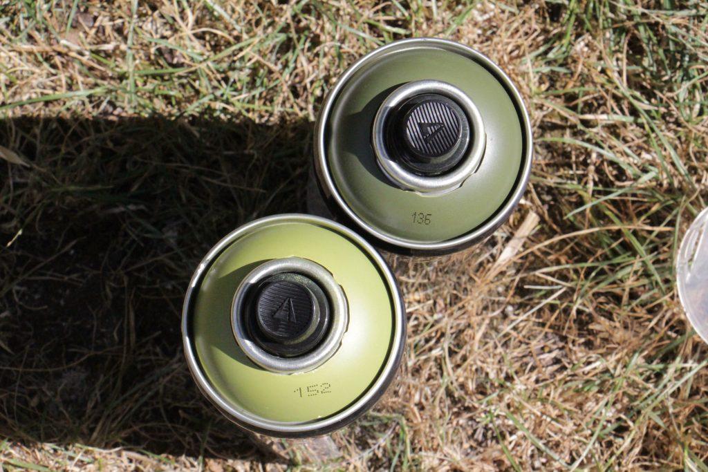 Bombes peinture differents verts.