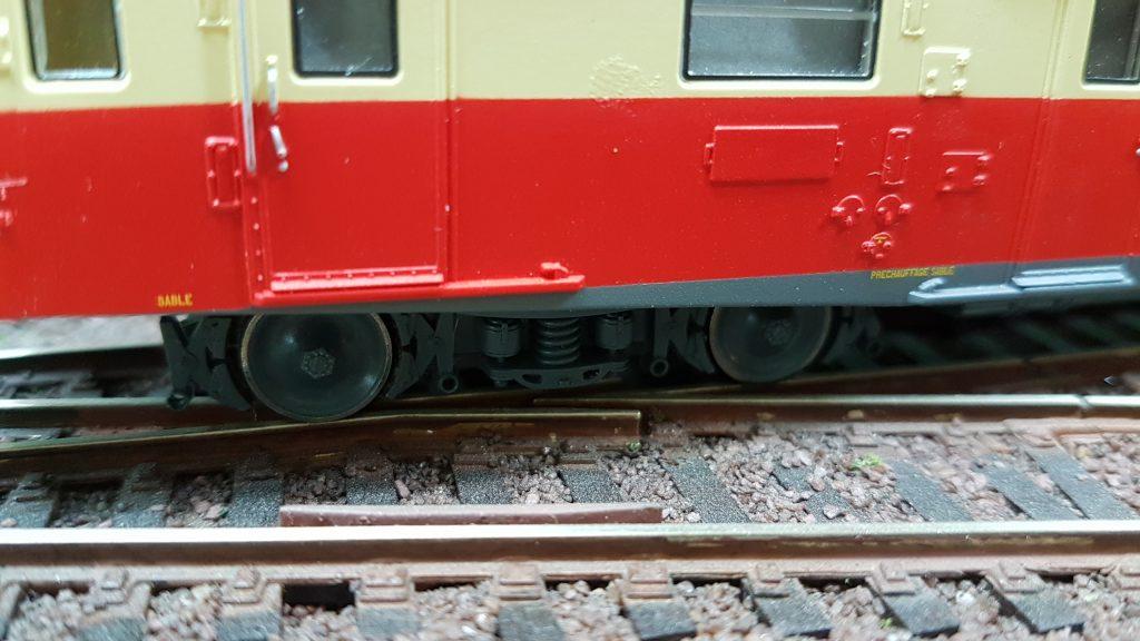 Alimentation de la voie X 2800 sur les rails.