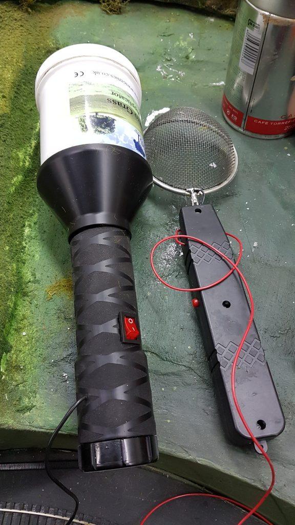fixation électrostatique du flocage - Appareil WWS et la raquette modifiée.