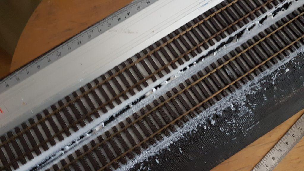 Voie d'exposition - Les rails sont collés.