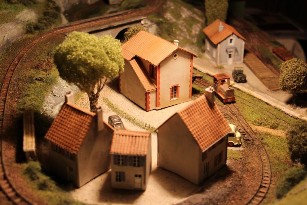 Le village - Montjustin Gare