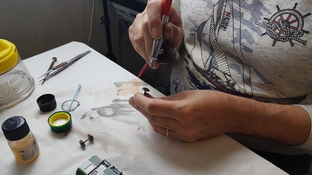 Patine à l'aérographe - Coup de peinture sur les roues.