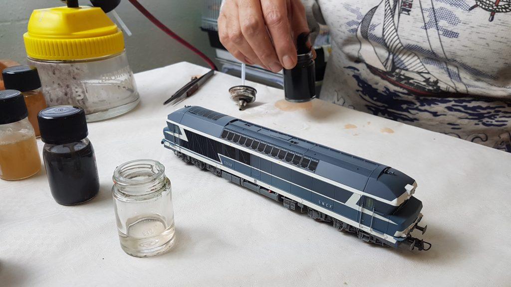 Patine à l'aérographe - Préparation de la teinte.