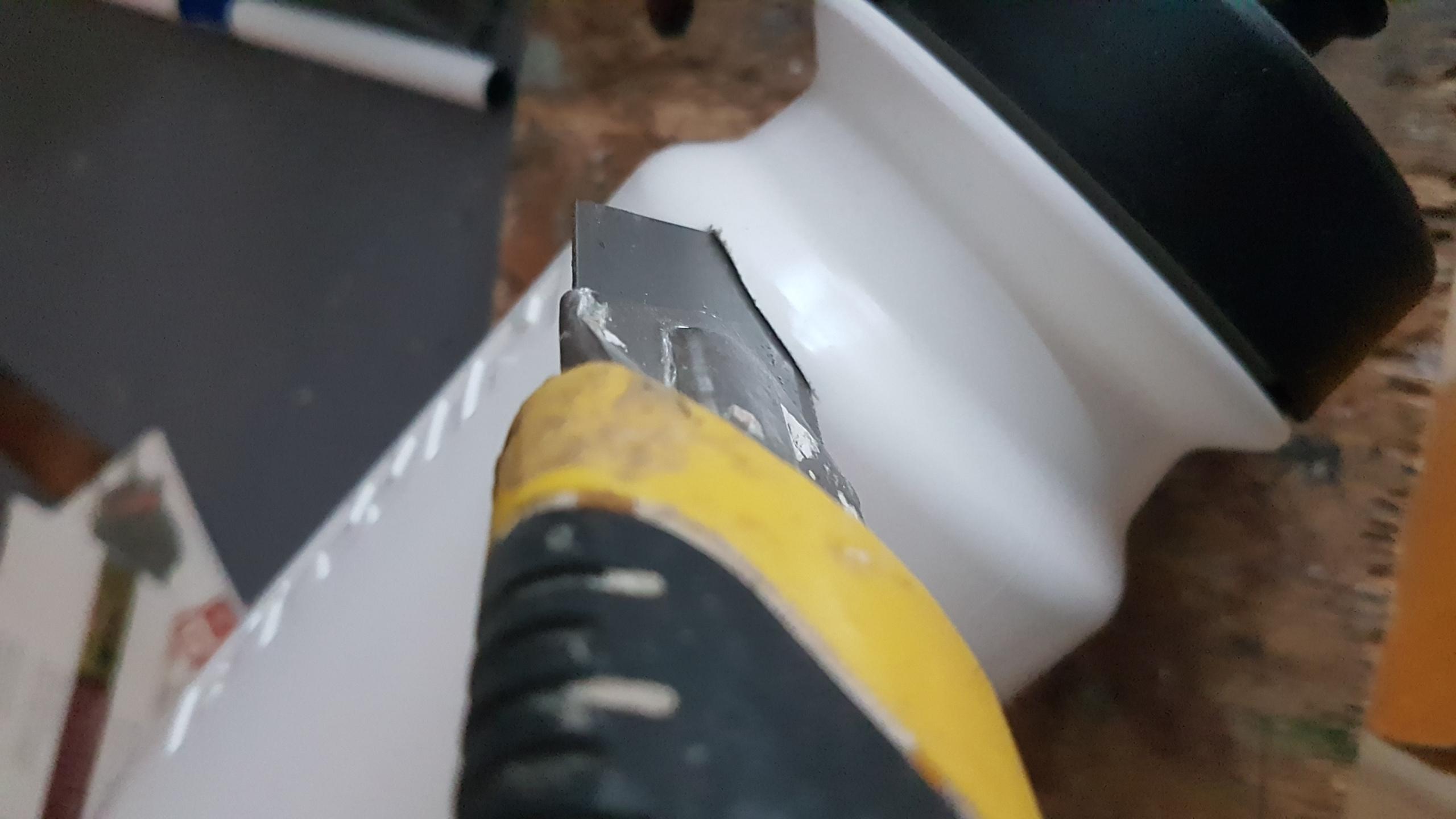 Cutter pour couper le gobelet